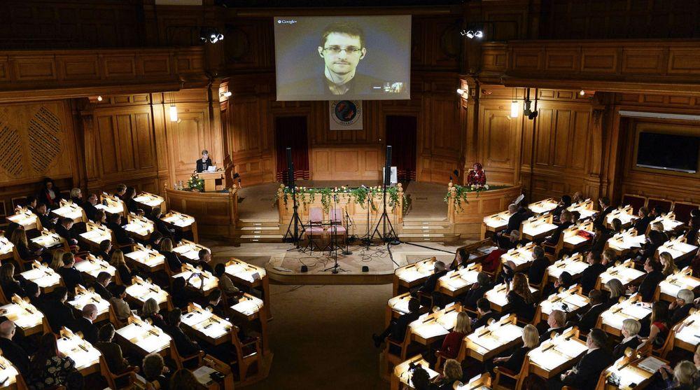 – Alt vi har ofret har vært verdt det og jeg ville gjort det om igjen, sa den amerikanske varsleren Edward Snowden da han holdt takketale via videolink fra Moskva mandag. Snowden mottok mandag den svenske stiftelsen Right Livelihoods hederspris.