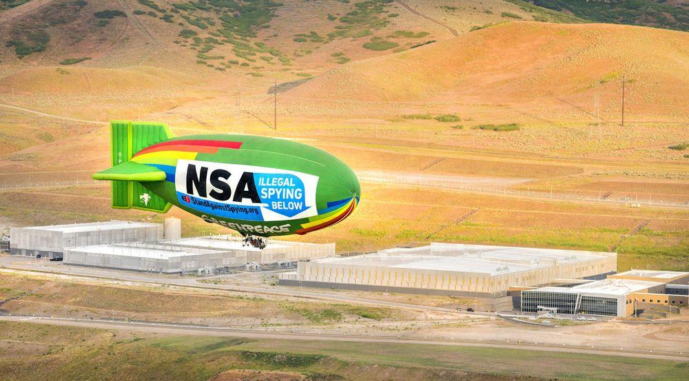 Utah-politikere ønsker å stenge vanntilførselen til NSA-anlegget i byen Bluffdale når den nåværende kontrakten går ut. Bildet er fra en Greenpeace-protest mot anlegget i sommer.