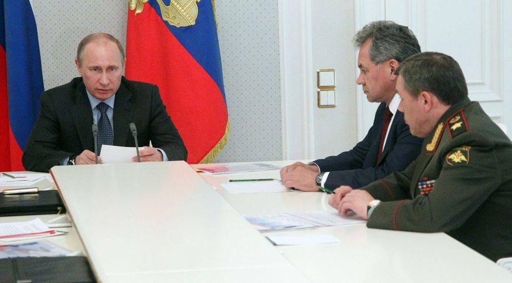 Russland ruster opp sin kyberevne. Fra v. president Vladimir Putin, forsvarsminister Sergei Shoigu og viseforsvarsminister Valery Gerasimov.