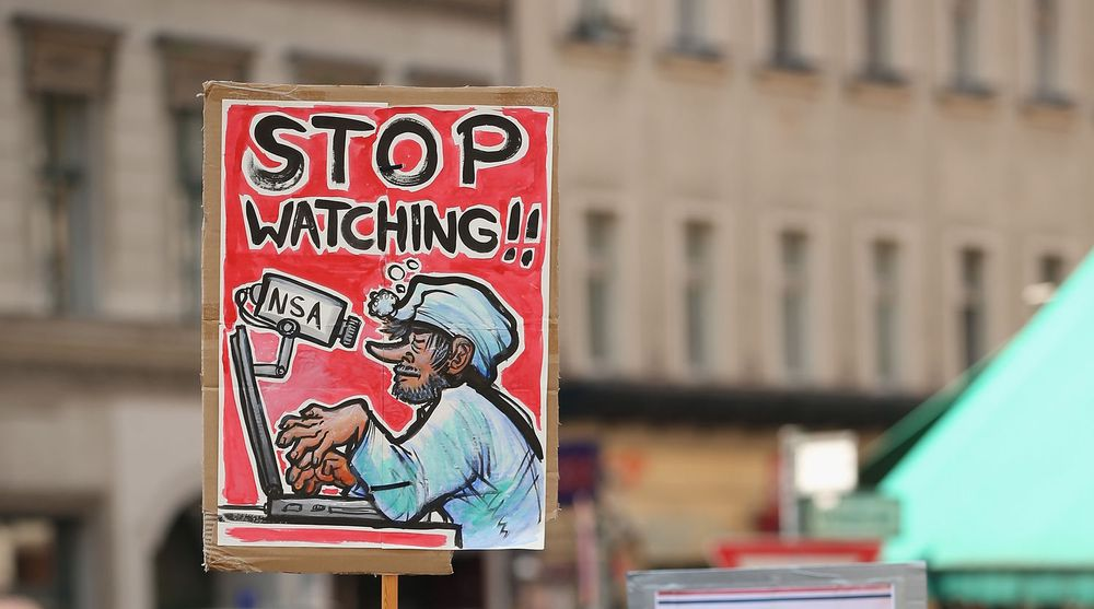 Plakat som protesterer mot NSAs overvåkning. Den ble brukt i en demonstrasjon i Tyskland i slutten av juli.