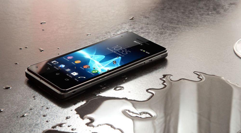 Sony Xperia V er den eneste smartmobilen som hindrer at Apple og Samsung har samtlige plasser fra 1 til 8 på Telenors salgstopp for februar.