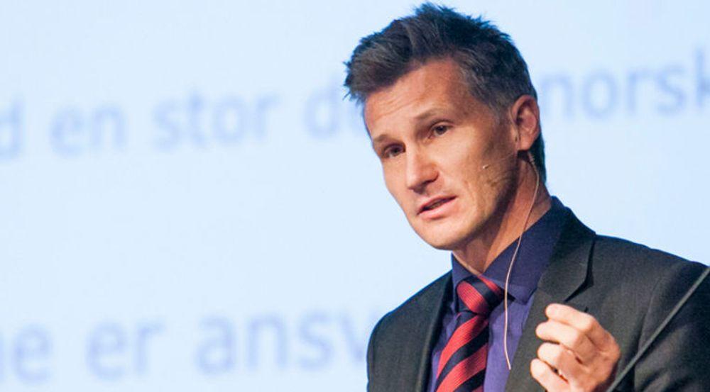 Bjørn Erik Thon mener Samferdselsdepartementets forslag til endringer i ekomloven strider mot kravet om informert og aktivt brukersamtykke som er nedfelt i både EU-direktiv og Personopplysningsloven.