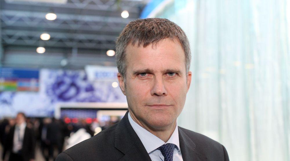 TAUS: Statoil-sjef Helge Lund har opplevd Nokias fall fra innsiden, som selskapets styremedlem de siste tre årene. Det ønsker han imidlertid ikke å prate om. Lund som allerede er i lønnstoppen i Norge ble godt belønnet også i Nokia, der han som styremedlem fikk 130.000 euro eller en drøy million norske kroner hvert år.