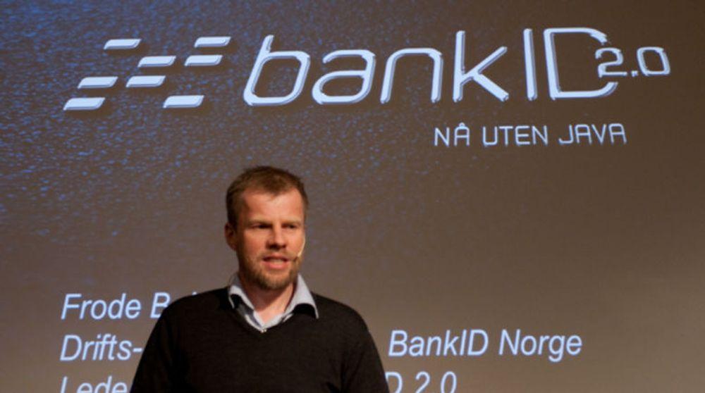 Bankene har jobbet med å kaste ut Java fra BankID-løsningen i lang tid. Bildet fra våren 2013 viser prosjektleder Frode B. Nilsen presentere de første detaljene om kommende BankID 2.0.