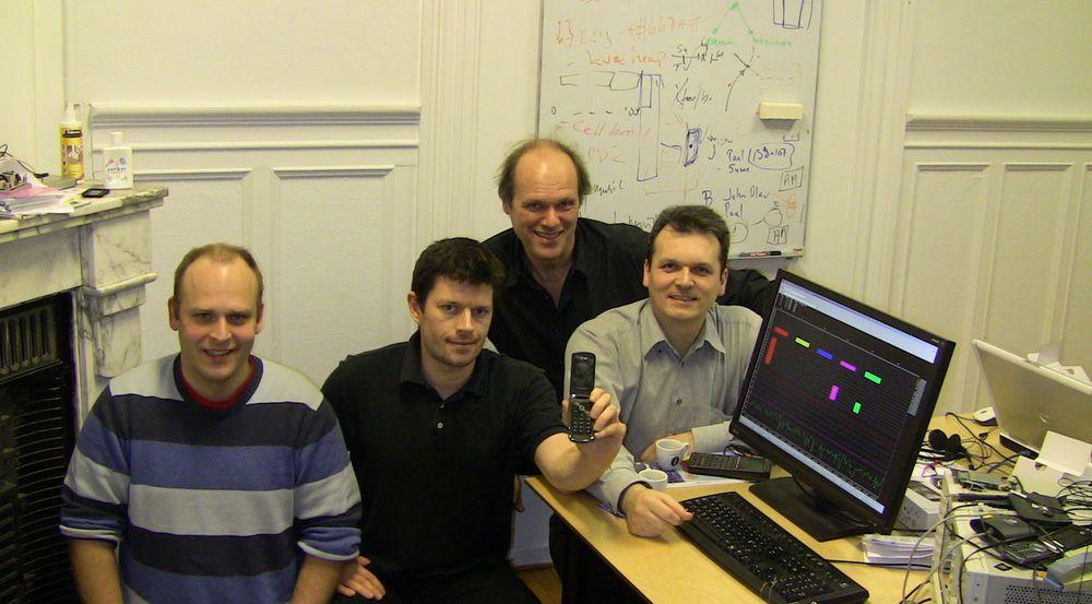 Egil Kvaleberg (bak i bildet, nummer tre fra venstre) solgte livsverket sitt Smarterphone til Nokia i 2012. Teamet som har vært svært sentrale i utvikling av programvare for Nokias mobiltelefoner blir nå lagt ned.