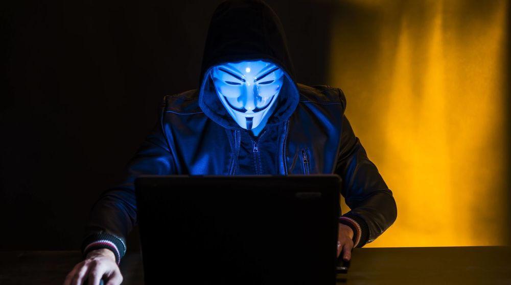 Ifølge politiet har 17-åringen forklart at han var alene om angrepet som tirsdag lammet nettstedene til en rekke store bedrifter i Norge.