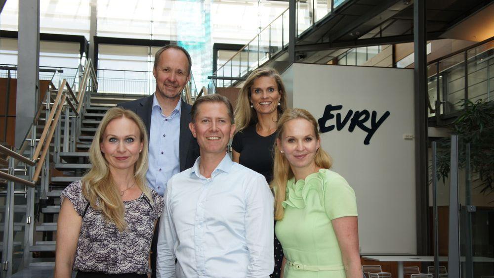 FRAM I LYSET: Evry skal vise fram ekspertene sine. Det skal denne gjengen bidra til. Fra v.: Anne Vandbakk, Jørn Bremtun, Cato A. Mørk, Kristin Nordal og Janne Log.