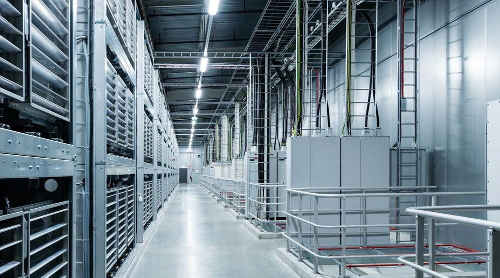 Servere designet av kunden utgjør et marked i kraftig vekst. Bildet viser datahallen til Facebook i Luleå, som åpnet i juni i år.