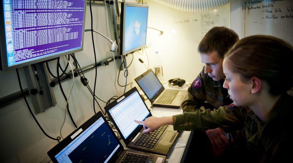 Cyberforsvaret er avhengig av et bredt samarbeid for å kunne takle sine oppgaver best mulig. Nå inngår de et nytt samarbeid med Mnemonic. (Arkivfoto fra en forsvarsøvelse).