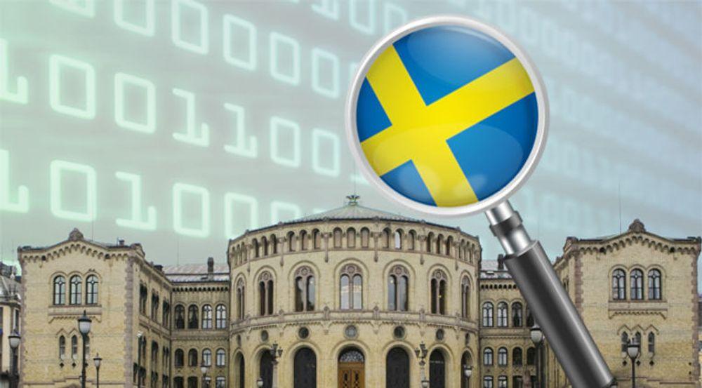 Sveriges svært kontroversielle overvåkning av innhold som krysser landsgrensene rammer norsk nettrafikk i særlig grad. Telenor Norge har imidlertid ingen planer om å legge om fiberforbindelsene, slik deres danske kolleger nå vurderer.