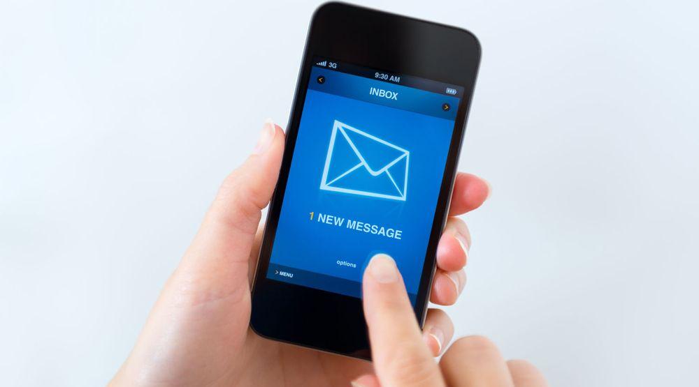 Nesten to av tre nordmenn bruker mobilen til e-post, 42 prosent gjør det hver dag.