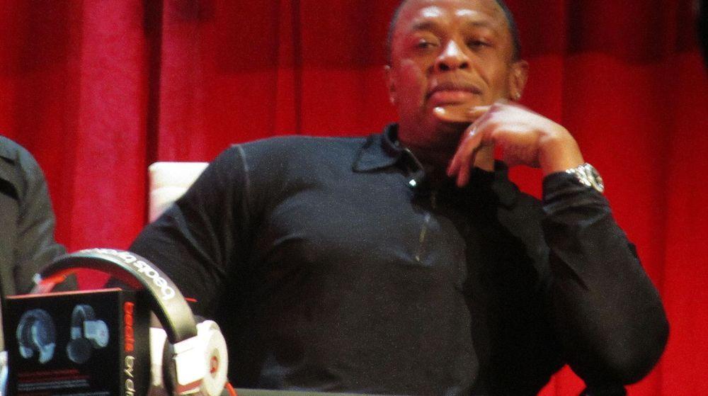 Hiphop-legenden Dr. Dre (bildet) får nå en toppstilling i Apple etter at de kjøper Beats for cirka 3 milliarder dollar.