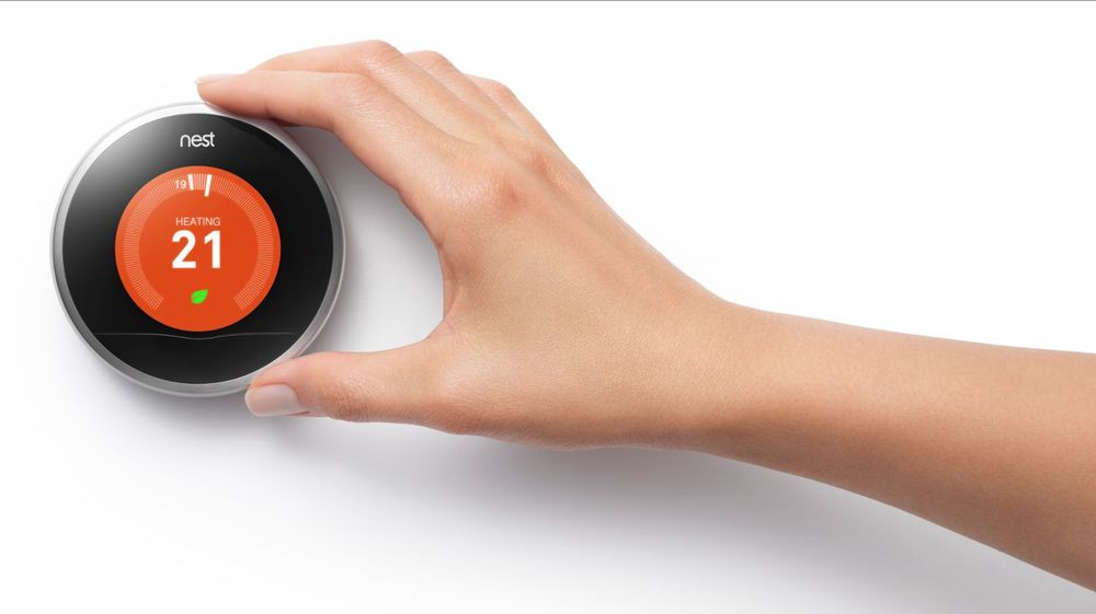 Både Google og Google-eide Nest garanterer at de smarte termostatene fra Nest ikke vil bli involvert i Googles annonsevirksomhet. Google opplyser likevel at denne typen enheter godt kan brukes av selskapet eller andre til å vise annonser i framtiden.