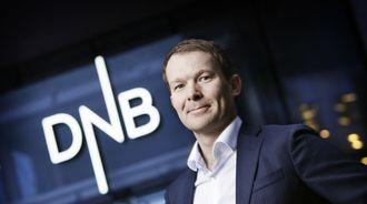 DNBs konserndirektør for kommunikasjon Thomas Midteide beholder sin stilling, men banken foretar en rekke andre endringer i ledelsen. IT-direktøren gjennom fem år er ute.