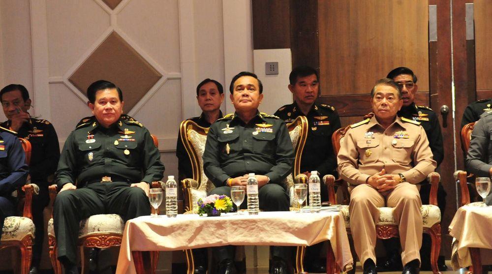 Militærjuntaen i Thailand, som kaller seg for National Council for Peace and Order (NCPO), hevder Telenor har svertet dens gode navn og rykte. Her sees blant annet lederen for NCPO, Prayuth Chan-ocha, under et budsjettmøte i forrige uke.(140613) -- BANGKOK, June 13, 2014 (Xinhua) -- Chief of the National Council for Peace and Order (NCPO) Prayuth Chan-ocha (C) attends the budget meeting with government agencies in Bangkok, Thailand, June 13, 2014. (Xinhua/Rachen Sageamsak) THAILAND-BANGKOK-NCPO-MEETING PUBLICATIONxNOTxINxCHN