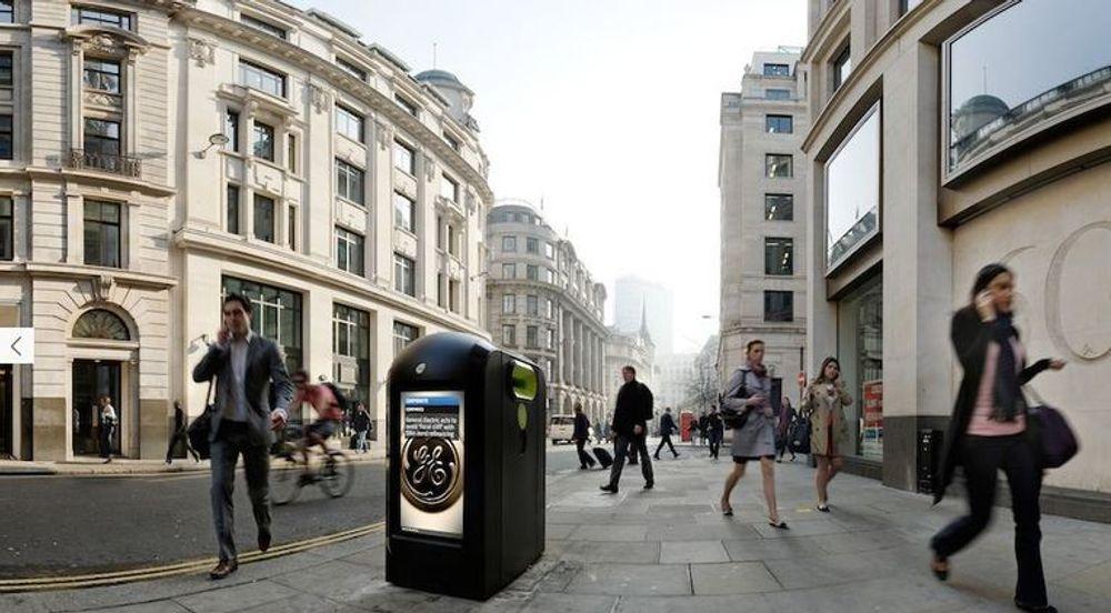 Denne uskyldige søppelkassen i London plukket opp tusenvis av MAC-adresser fra forbipasserendes telefoner da selskapet bak gjorde et forsøk i sommer. Selskapet som eier de reklamefinansierte søppelkassene  håper å kunne bruke denne type informasjon til blant annet å selge målrettet reklame.