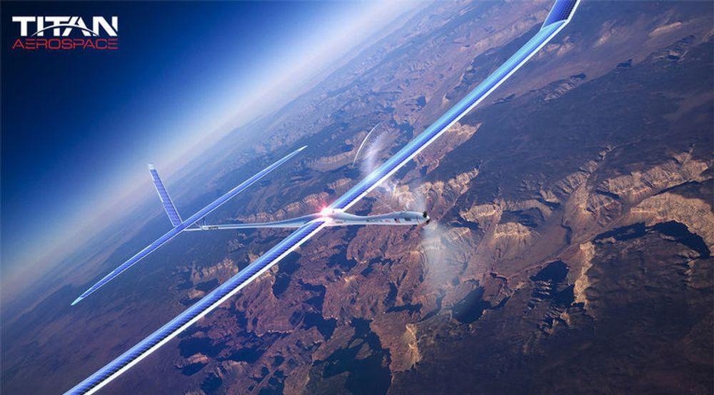 Titans droner skal holde seg flyvende i årevis, og levere bredbånd fra 65 000 fots høyde. Merk solcellene på vingene og halepartiet.