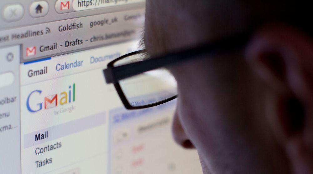 Prisen du betaler for gratistjenesten Gmail er at Google indekserer innholdet, for å kunne servere relevante annonser. Et sentralt spørsmål i søksmål mot Google har vært hvorvidt brukerne har vært klar over denne praksisen.