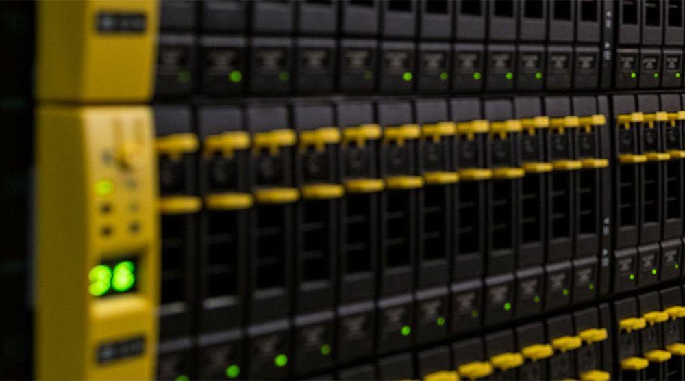 Intility fungerer som IT-avdelingen til kunden og overtar all vesentlig drift av kontor- og samhandlingsprogrammer, men også fagapplikasjoner og servere. Alt blir levert som tjenester fra skyen; i praksis et av selskapets datasentre. Serverne på bildet står hos Digiplex på Rosenholm Campus.