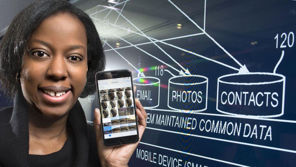 Stacy Hobson er en av IBMs 8.500 oppfinnere som samlet fikk innvilget over 7.500 patenter i fjor. Hobson fikk innvilget fire patenter, deriblant ett (US #8,635,673) for en oppfinnelse som automatisk kontrollerer dataflyt mellom arbeidsstasjoner og mobile enheter.