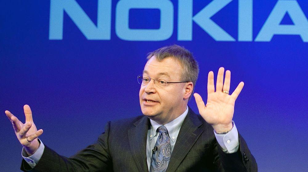 Nokia er i hardt vær etter at finske medier har begynt å rote i den lukrative bonusavtalen, som sikrer avtroppende Nokia-sjef Stephen Elop nærmere 150 millioner kroner etter at Microsoft kjøpte opp selskapet.
