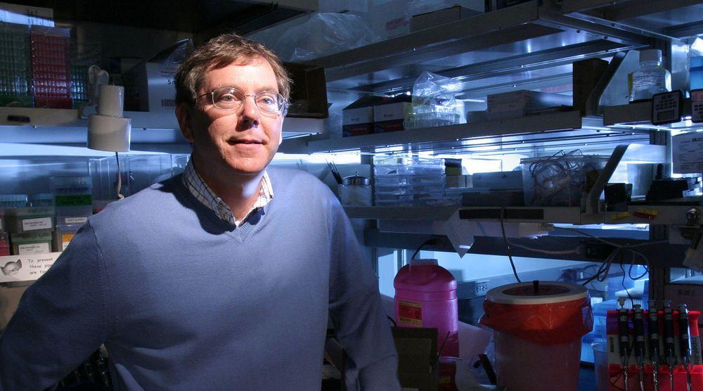 Arthur Levinson har vært med å bygge opp bioteknologi-giganten Genentech og er styreleder i Apple. Nå skal han hjelpe Google med å takle noen av livest aller største utfordringer.