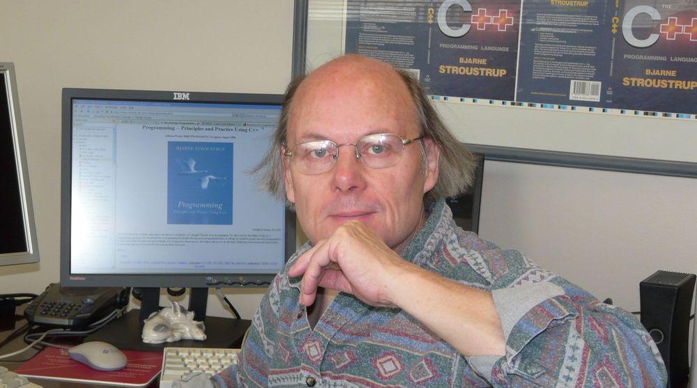 Bjarne Stroustrup begynte arbeidet med å designe og implementere C++ i 1979.