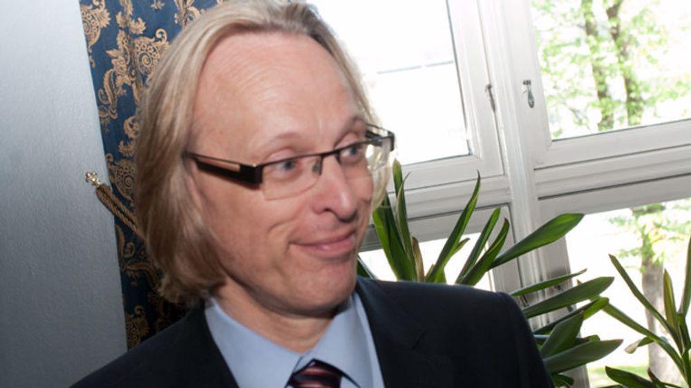 Dekan Morten Irgens ved Høgskolen i Gjøvik er primus motor og intiativtaker til det nye nasjonale kybersenteret. Bildet er fra da planene første gang ble presentert på  Oslo Militære Samfund i Oslo sommeren 2013.
