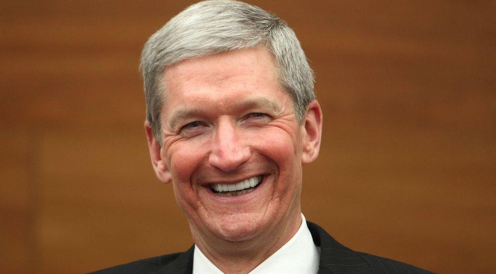 Apple, med Tim Cook i spissen, sparer milliarder i skatter ved å låne penger for å betale tilbake sine aksjonærer.