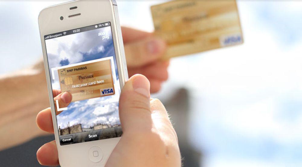 Når du skal betale, holder du kortet slik at det avbildes i det angitte arealet på skjermen.