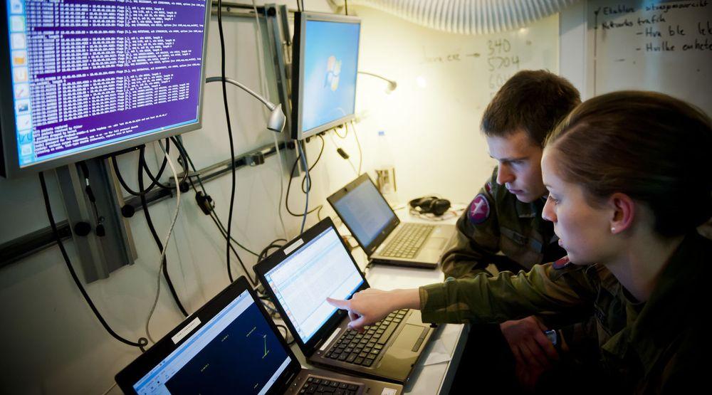 Situasjonsbilde fra Norges Cyberforsvar. «Kyberkrig»  blir et for enkelt begrep, skriver Arild Haraldsen.