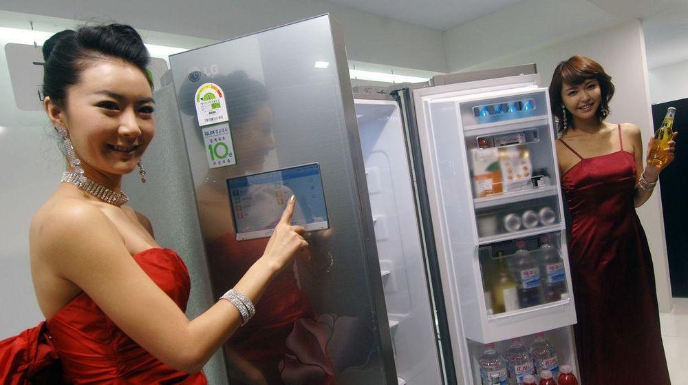Minst ett smartkjøleskap skal ha blitt gjort til en zombie i botnettet Proofpoint har oppdaget. Kjøleskapet på illustrasjonsbildet ble vist fram av LG i 2011 og har sannsynligvis ingenting med botnettet å gjøre.