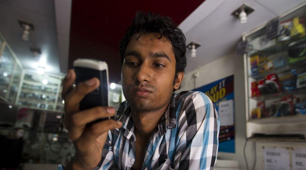India er med sine 1,1 milliarder innbyggere et viktig marked for de store smarttelefon-aktørene. Nå tar Apple grep for å ta tilbake markedsandeler fra Samsung.