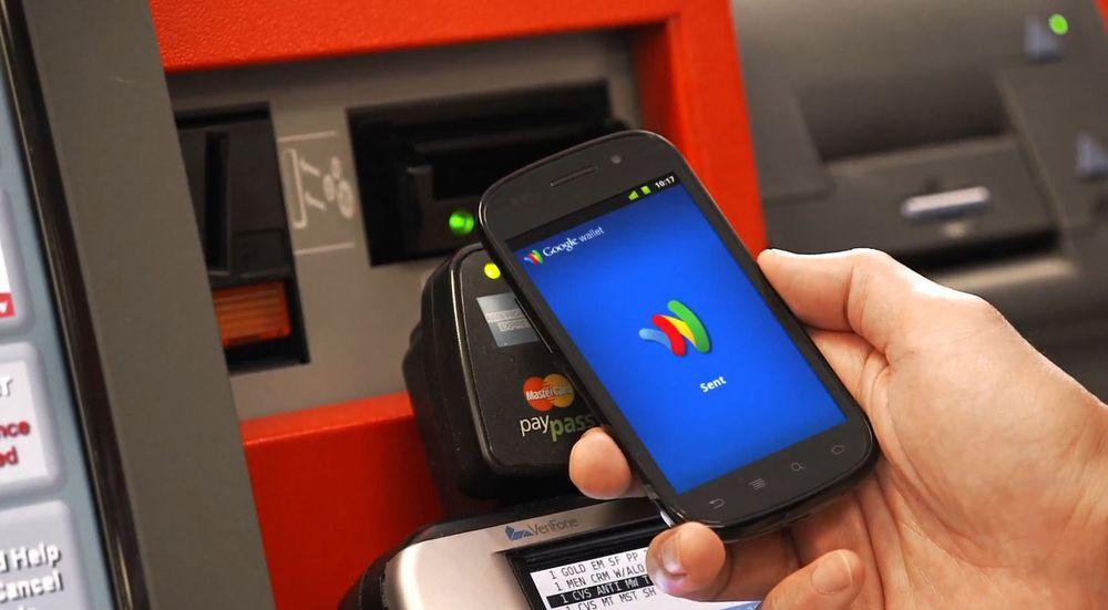 Google utvider sitt Wallet-tilbud med et betalingskort. Bankene blir nå stadig hardere utfordret om sin viktigste ressurs: Mine og dine penger, skriver digi.nos redaktør.