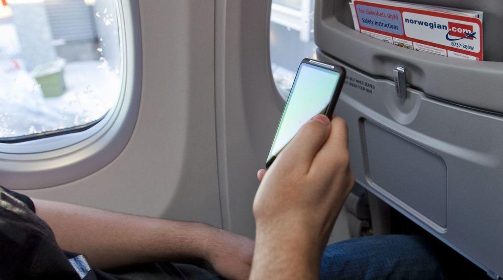EU fjerner forbudet mot å surfe på mobilen i lufta.