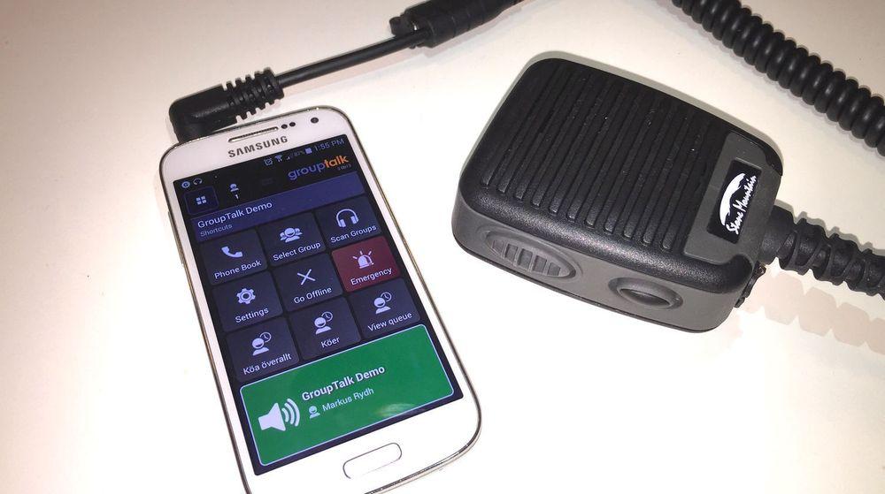 Tilleggsutstyr som denne mikrofonenheten til Samsung, er ikke å få tak til alle telefontyper og kan gi utfordringer for Group talk i oppstarten.