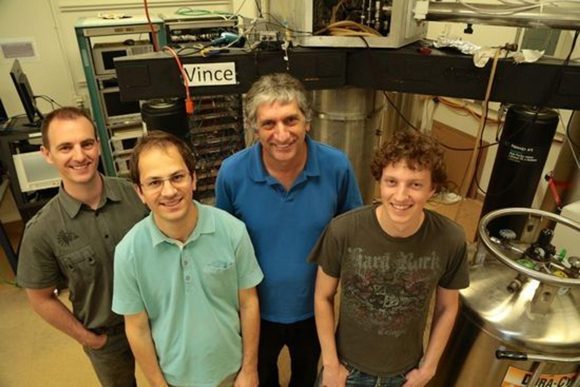 Medlemmmer av kvantedatamaskin-gruppen ved University of California i Santa Barbara. John Martinis er med som nummer to fra høyre.