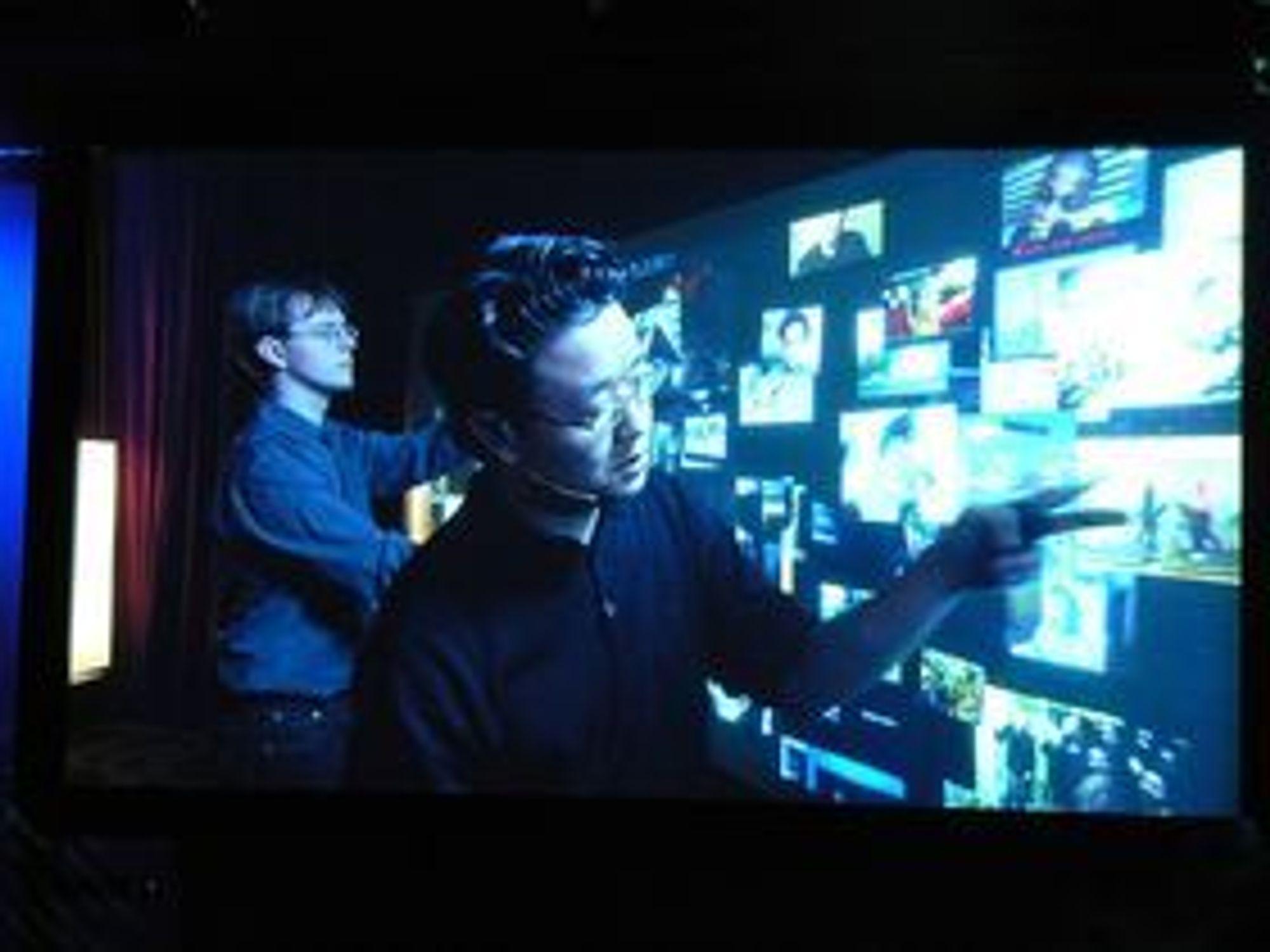 Jefferson Han demonstrerer PPI-skjermen under TED-konferansen i 2006, nesten ett år før Apple lanserte iPhone.