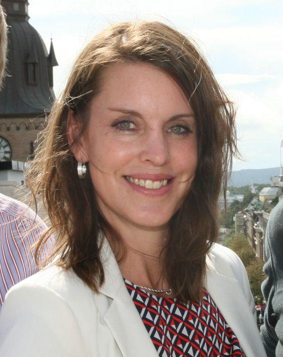 Hvorfor kaste bort tiden på å gjenskape presentasjoner og dokumenter som andre kolleger allerede har laget, sier Office-direktør Anna Olsson som argument for å følge med på kollegers aktiviteter gjennom et verktøy som Delve.