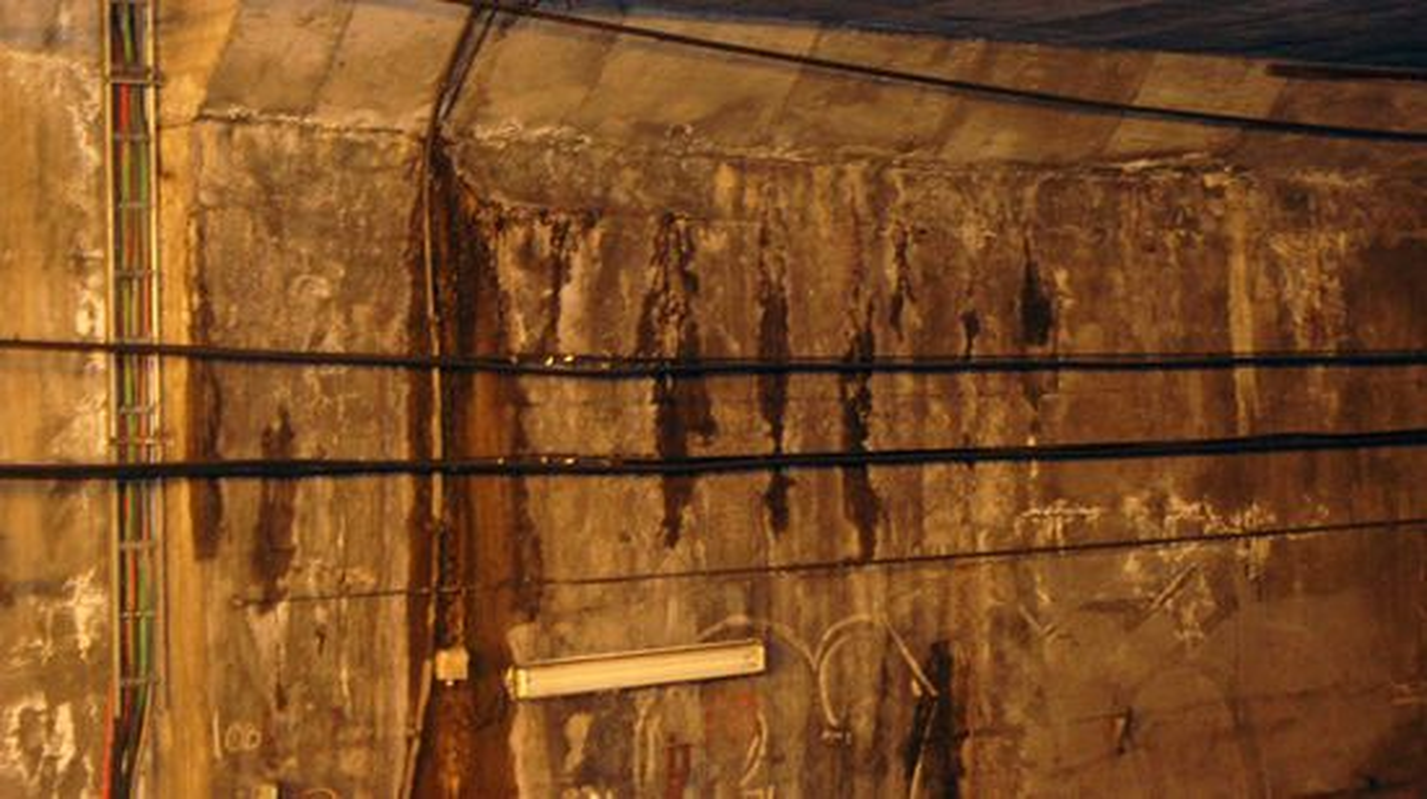 Disse kablene sørger for dekning under jorda.