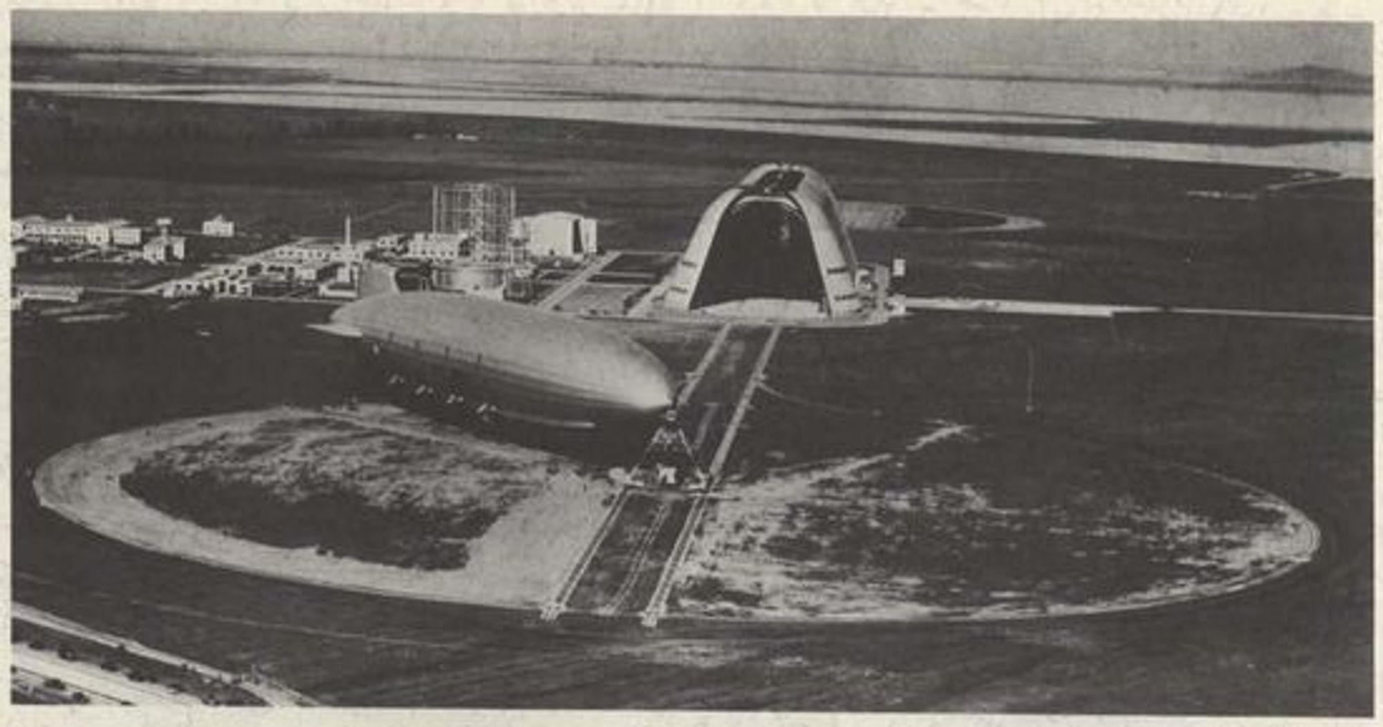 Moffett Field og luftskip.