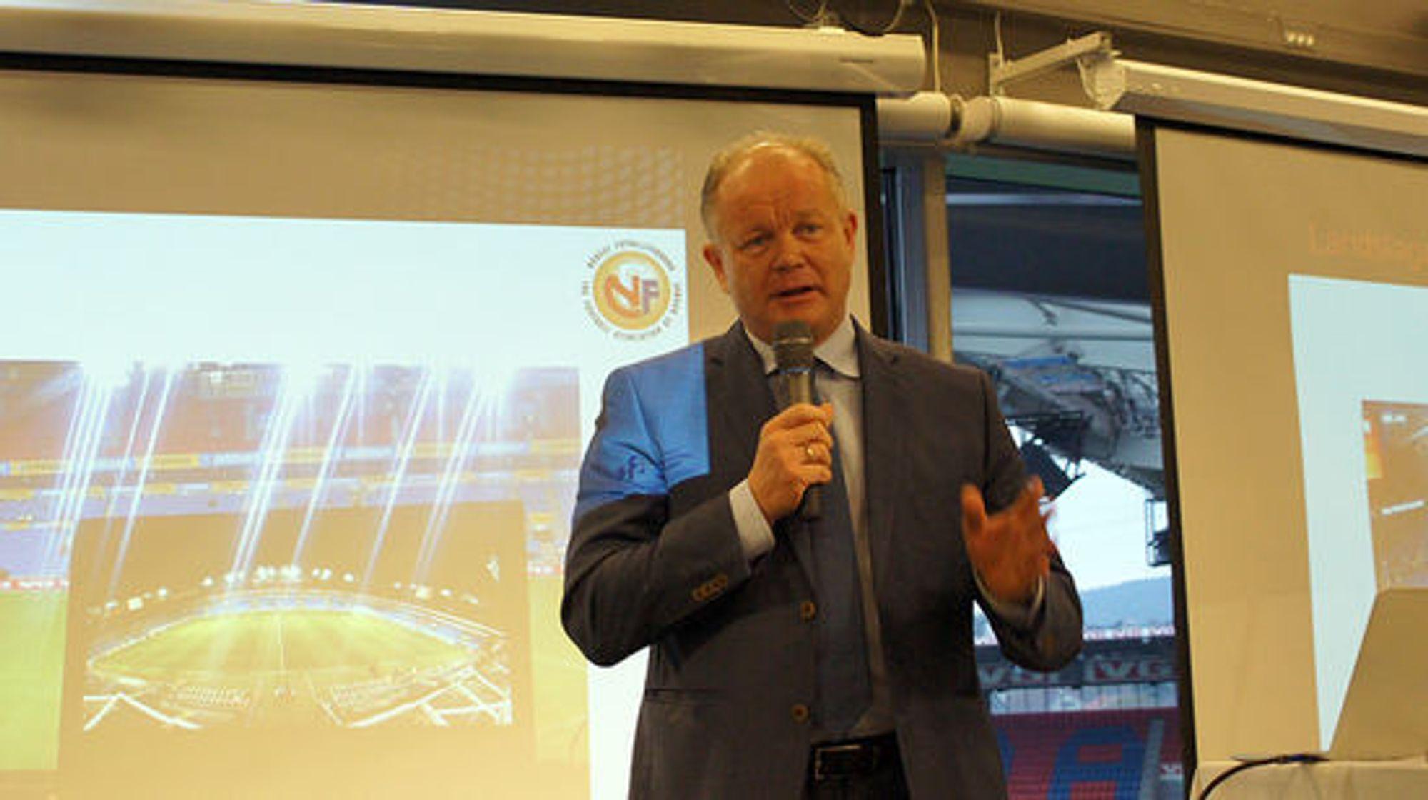 Landslagssjefen Per-Mathias Høgmo vil ta systemet i bruk ved neste landskamp.