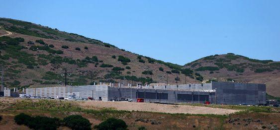 NSA bygger et anlegg i Bluffdale i Utah på 90 000 kvadratmeter for å oppbevare data fra teletrafikk.