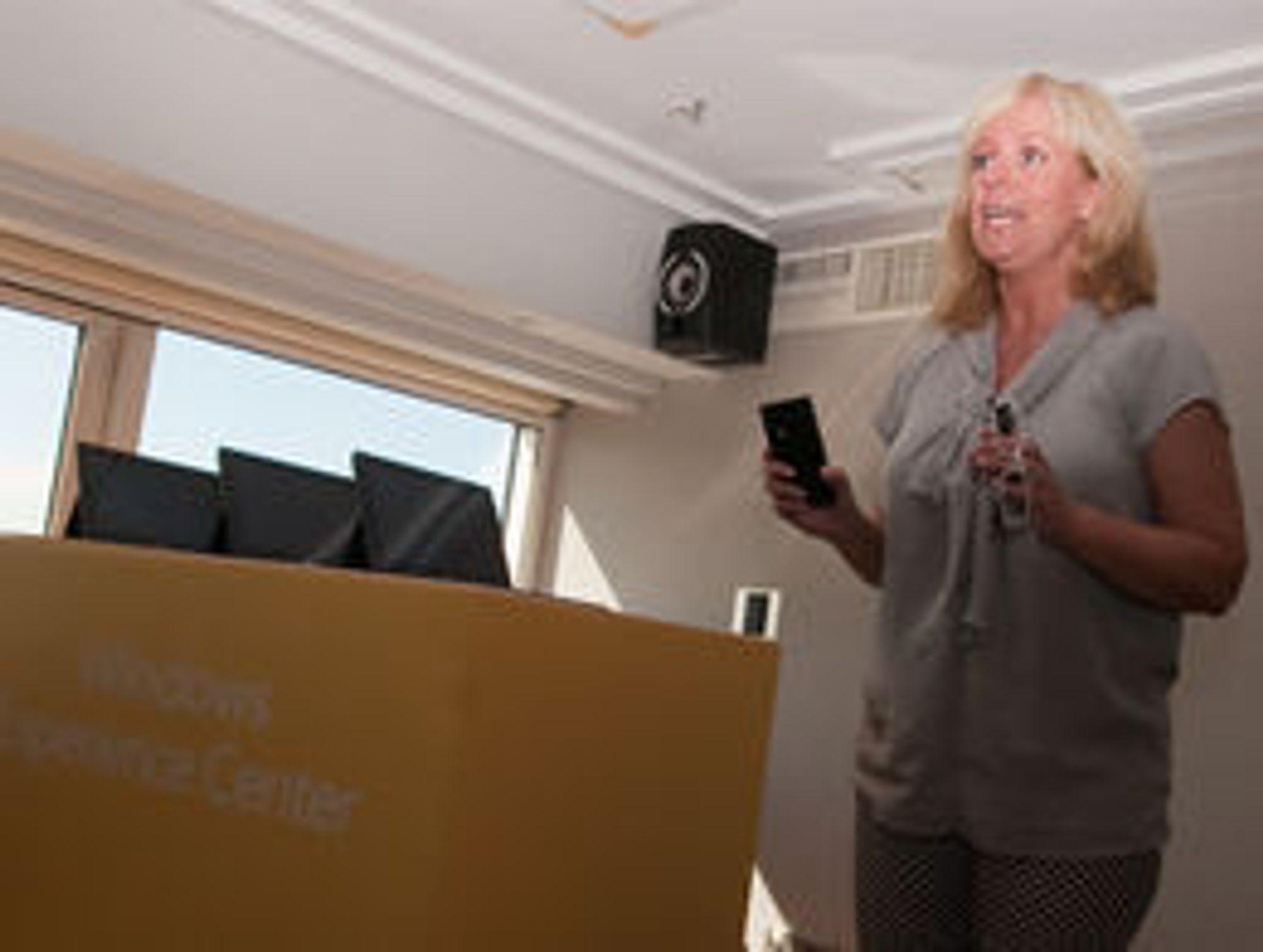 Kommuniksasjonsdirektør Christine Korme i Microsoft Norge kunne ikke svare på hvilke bedrifter som var interessert i Surface. - Det får vi komme tilbake til, svarte hun.