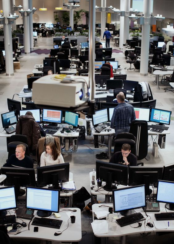 Fra Telenors operasjonssentral på Fornebu, hvor teleselskapet overvåker utfall i nettet.