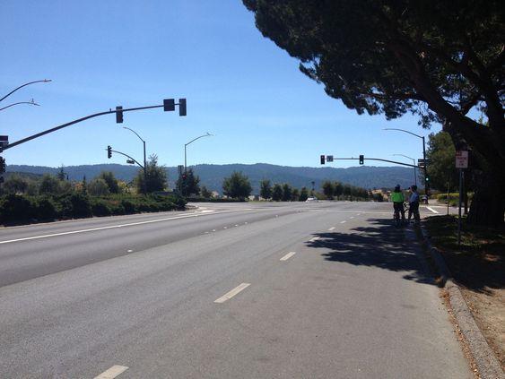 Berømte Sand Hill Road. Sansynligvis den største kosentrasjonen av venture capital - i USA og kanskje verden. Ikke noen turistmagnet akkurat, kun noen kontorbygg og en ellers øde veistrekning.