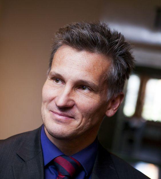Bjørn Erik Thon i Datatilsynet avviser ikke at de kan bli nødt til å revurdere lovligheten i bruk av nettskytjenester.