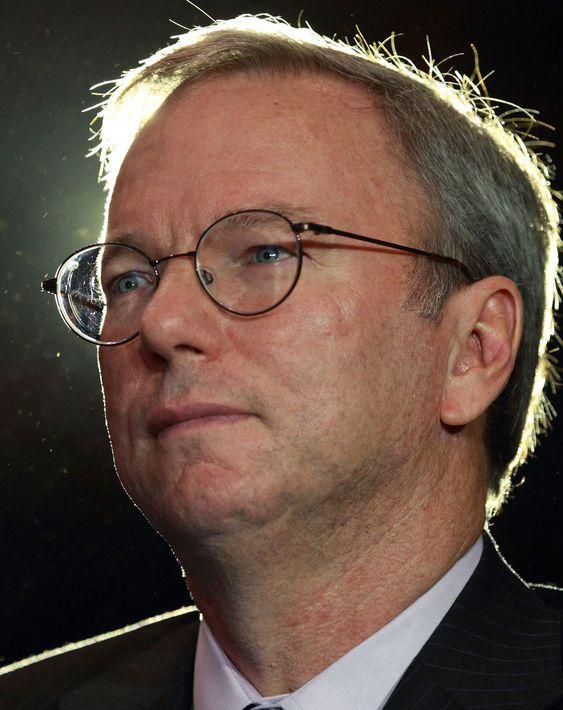 Googles styreformann, Eric Schidt, har fått selskapet til å øke innsatsen mot barneporno, etter at selskapet og det konkurrenter har fått kritikk fra den britiske statsministeren for manglende innsats.