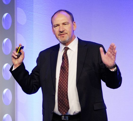 Brian Burke tror spillaktiggjøring kan bidra til å løse store problemer i vår tid.