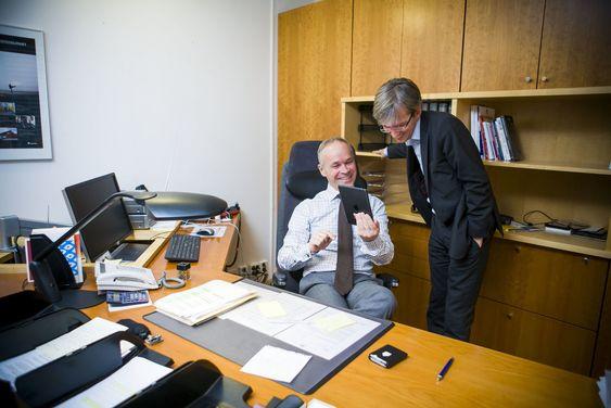 Fant de en tidstyv? Sanner og Chaffey har ledet kommunal- og moderniseringsdepartementet i tre uker. Nok til at Liv Signe Navarsetes blomster er kastet ut...